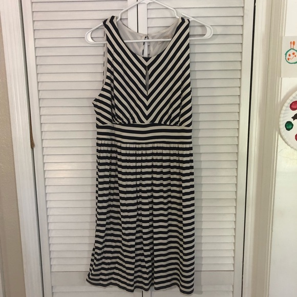 Dresses & Skirts - Adorable like new Loft keyhole striped dress Large